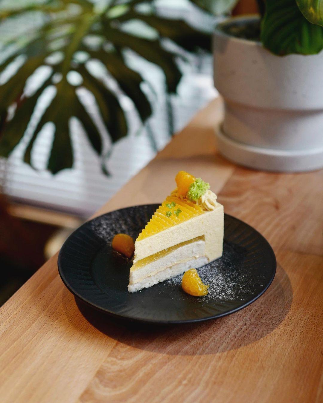 Лимонный кето торт с миндальной мукой